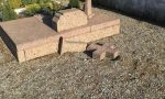 Ancora una croce spezzata al cimitero di Gradella