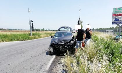 "Black out a Brignano, il semaforo si spegne e due auto si schiantano all'incrocio ""maledetto"""