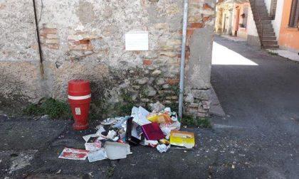 A Canonica via Vallazza in degrado, è protesta di residenti e volontari