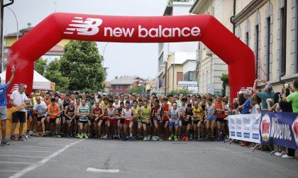 """Il """"Fosso"""" arriva in città: quasi 400 atleti ieri sera per le vie del centro FOTO"""