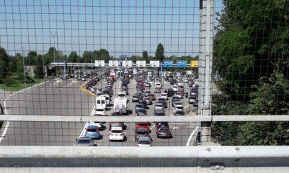 Autostrada chiusa e lunghe code al casello di Seriate