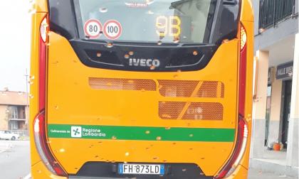Sul bus lo stemma di Regione Lombardia sbagliato, ma è un errore voluto