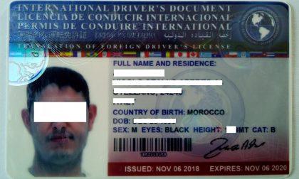 Guida con patente falsa, denunciato