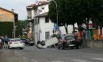Auto si ribalta in centro a Pontirolo, ferito 21enne
