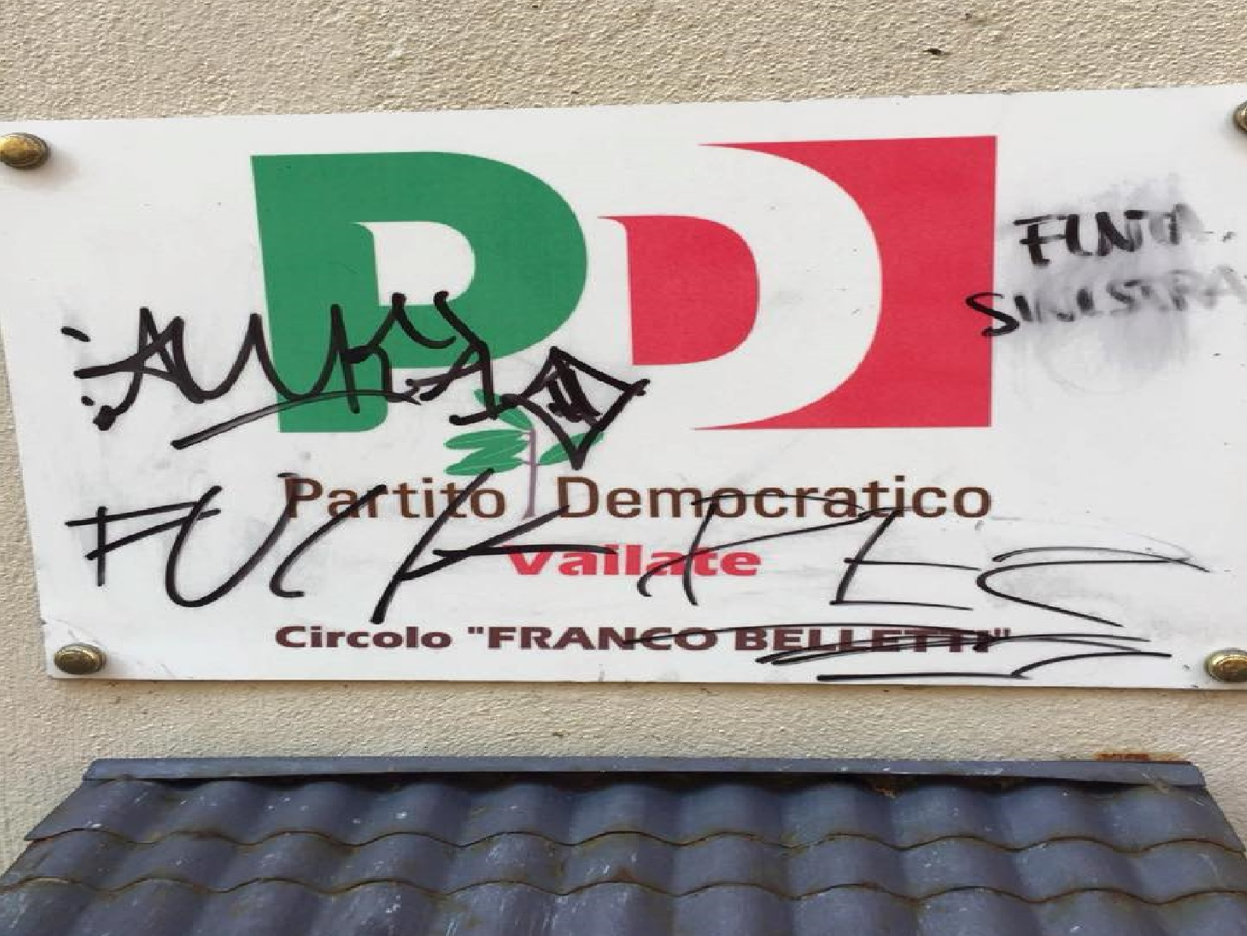 Imbrattata la sede del PD a Vailate - Giornale di Treviglio - Giornale di Treviglio