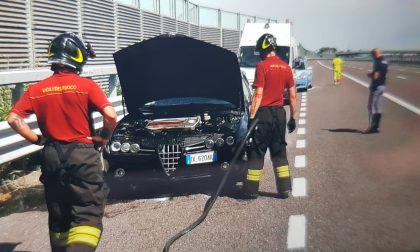 Paura su Brebemi, auto rischia di prendere fuoco