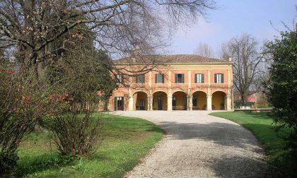 Cade dal tetto, il custode di villa Maggi a Gradella ricoverato a Pavia