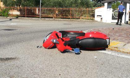Cade dalla moto, trasportato in ospedale un 63enne FOTO