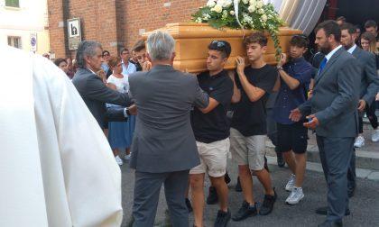 Chiesa gremita per l'ultimo saluto a Davide Zanatta FOTO