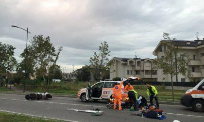 Cade dallo scooterone, gravissimo 60enne a Treviglio
