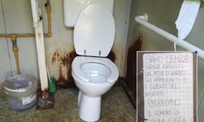 Sette mesi senza un bagno pubblico, imbufaliti gli ambulanti di Cassano d'Adda