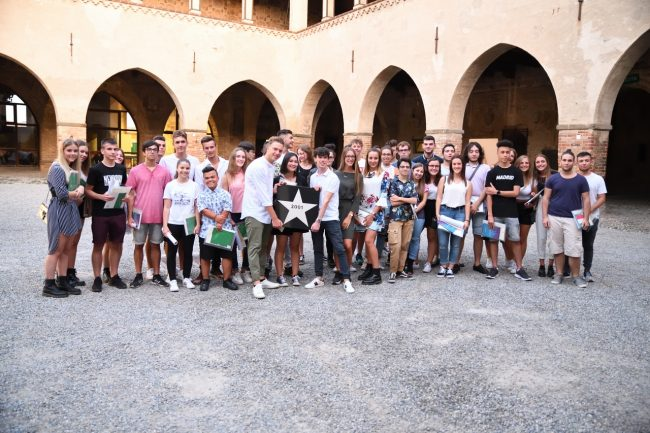 Festa dei 18enni, anche il procuratore emerito Melchionna onora i nuovi cittadini FOTO VIDEO