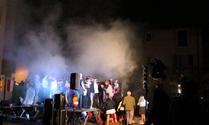 """Palio di San Michele, tutti in piazza per la """"Sfilata sotto le stelle"""" FOTO VIDEO"""