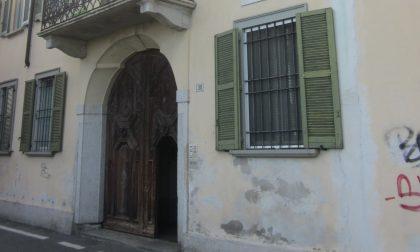 Rimosse tre tonnellate e mezzo di ciarpame dagli scantinati del civico 30 di via Verdi a Cassano