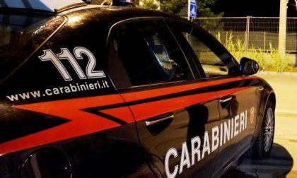 Esce per comprare la droga, si schianta dopo un inseguimento con i carabinieri