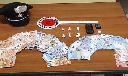 Spaccia cocaina e tenta di fuggire, arrestato dai carabinieri
