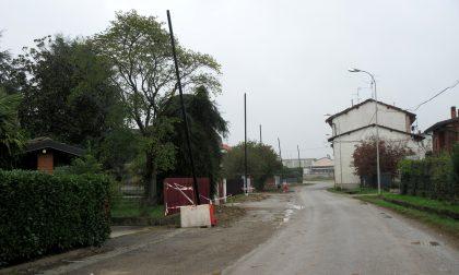 Via Arzago, dopo le luci a led il marciapiede