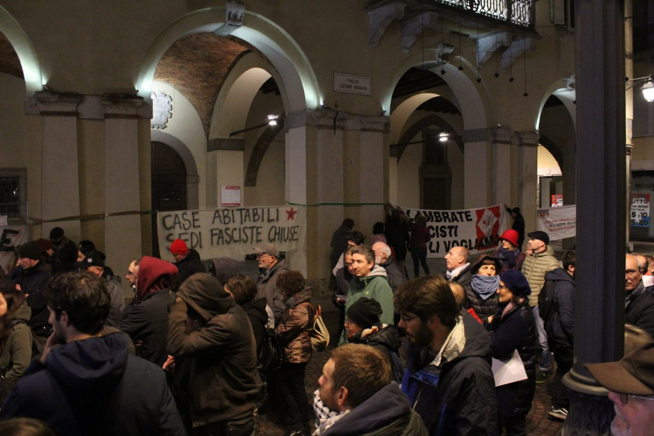 Il presidio antifascista in piazza