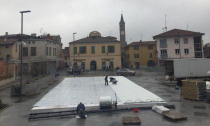 Treviglio on ice: la pista di pattinaggio prende forma in piazza Setti