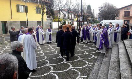 Il saluto a don Pierino Macchi del vescovo Antonio