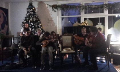 I ragazzi delle medie in concerto alla Comunità Aga