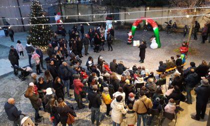 Accendiamo il nostro Natale riempie la piazza FOTO