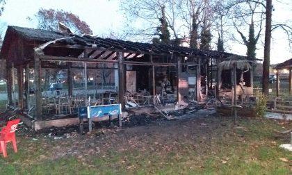 """Incendio nella notte: distrutta la pizzeria """"La Jungla"""""""