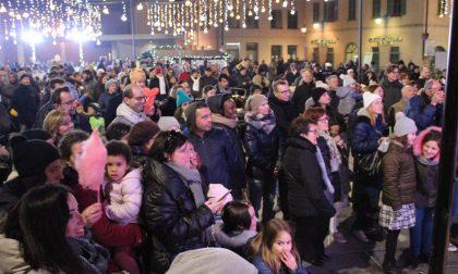 Folla in piazza Setti aspettando Santa Lucia FOTO