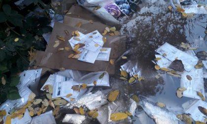Lettere e pacchi gettati nei campi