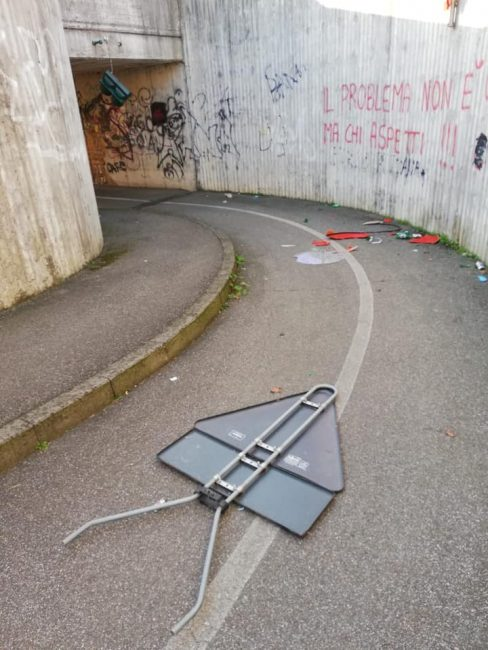 vandali nel sottopassaggio