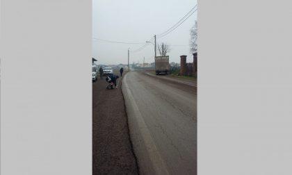 Senso unico alternato tra Spirano e Lurano, concime in strada FOTO