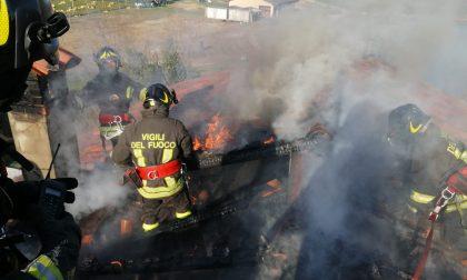 Incendio a Martinengo, distrutti 40 metri di tetto