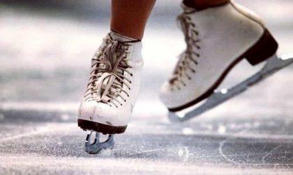 Una pista di pattinaggio su ghiaccio (con corsi gratis) all'Antegnate Gran shopping