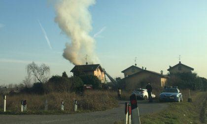 Casa in fiamme a Treviglio, sul posto i Vigili del fuoco FOTO