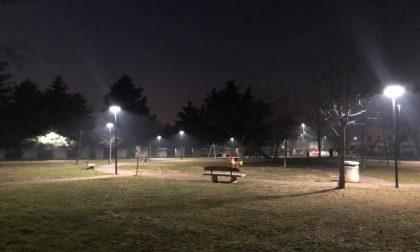 Al parco di via Einaudi si accende la (nuova) luce