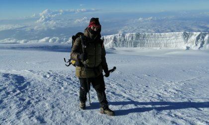 Imprenditore 33enne sale in vetta al Kilimanjaro FOTO
