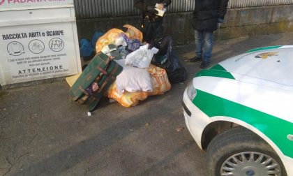 """Mascherini e guanti per le strade del paese: """"Nemmeno le scimmie abbandonano i rifiuti"""""""