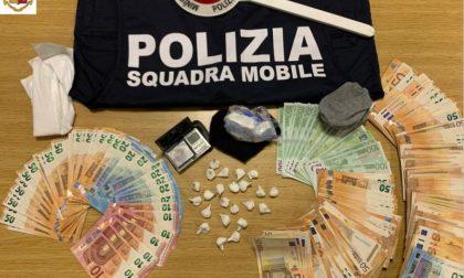 In casa del pusher 12mila euro in contanti e mezzo etto di cocaina