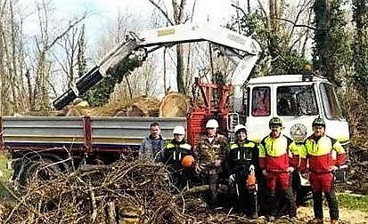 Rubato e danneggiato il camion da lavoro nei boschi