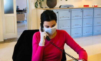 Giulia, che al telefono lotta contro un altro mostro: la solitudine