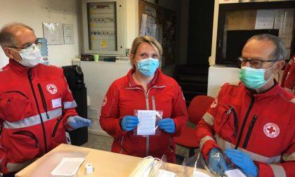 Croce Rossa Italiana in campo per la distribuzione delle mascherine ai cittadini