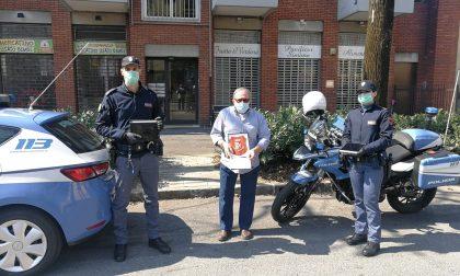 """Regala due tablet alla Polizia impegnata nei controlli: """"Servono più a voi"""""""