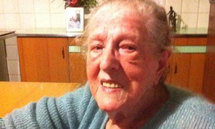 Renata Moretti compie cent'anni e il sindaco le fa trovare i fiori fuori dall'uscio di casa