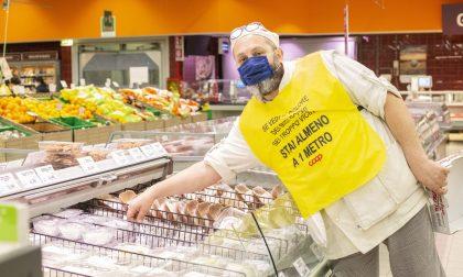 """Coop Lombardia: cartelli """"umani"""" per ricordare ai clienti le distanze di sicurezza   FOTO"""