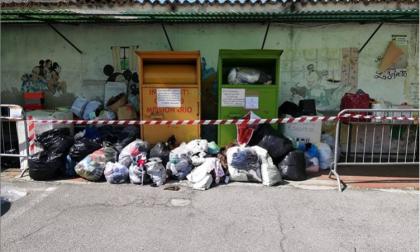 "Troppi sacchi di indumenti donati alla Caritas: ""Rimandate la vostra generosità"""