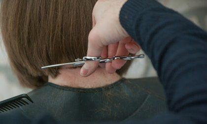 """L'appello dei parrucchieri a Conte: """"Serve riaprire o un'impresa su tre chiuderà"""""""