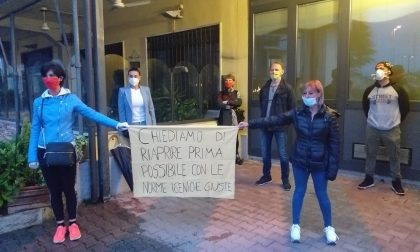 """A Spirano la protesta dei negozianti: """"Vogliamo riaprire"""" FOTO"""
