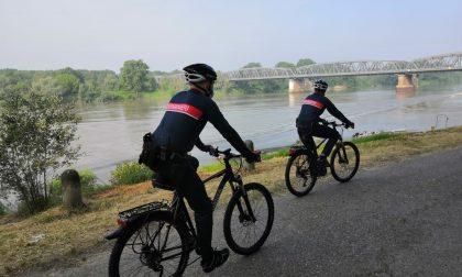 Carabinieri in bicicletta pattugliano le sponde del Po