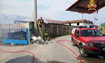 Incendio in cascina a Isso, Vigili del fuoco in azione FOTO