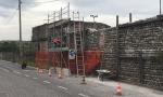 Area ex-Tasso, iniziati i lavori per l'abbassamento del muro colleonesco